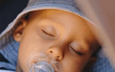 Derin Mesele: Bebeklere Emzik Vermek Ya Da Vermemek